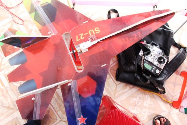 Nam sinh huyện miền núi chế tạo thành công máy bay thăm dò đám cháy - 3